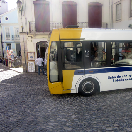 Sightseeing Altstadt Coimbra Portugal Bus