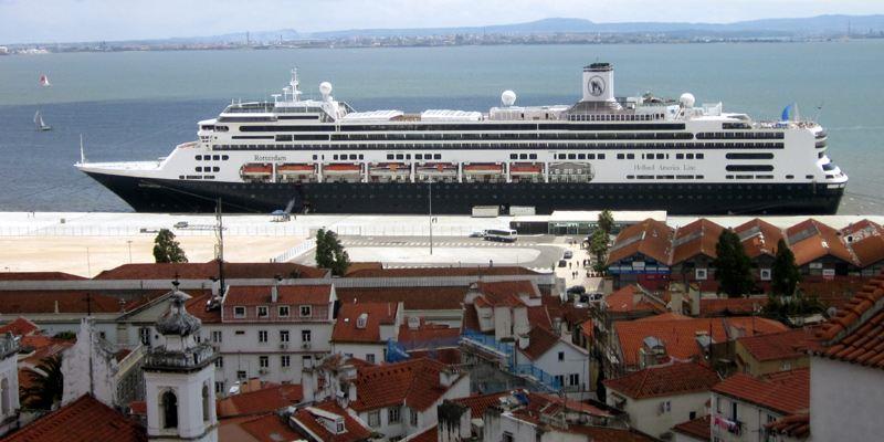 Jardim Tobaco Santa Apolonia Terminal Schiff