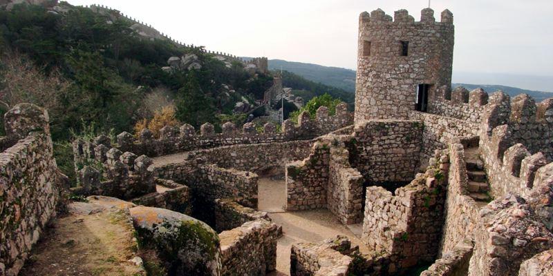 Castelo dos Mouros Sightseeing Sehenswürdigkeit Sintra Portugal Lissabon